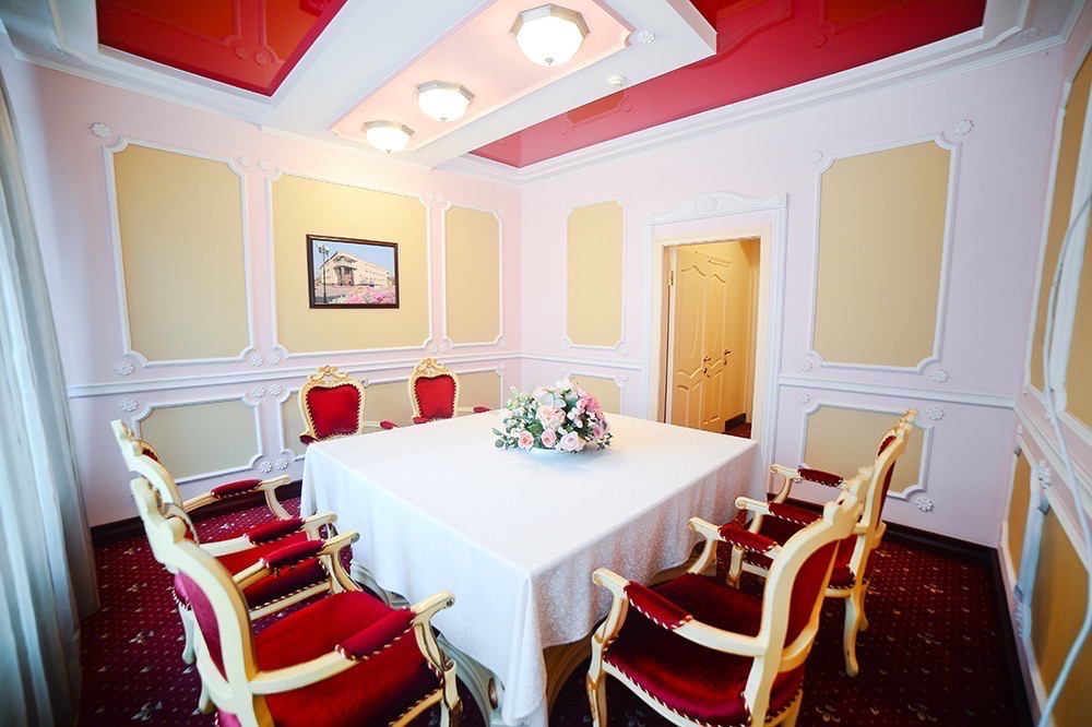 Business room (up to 8 persons)